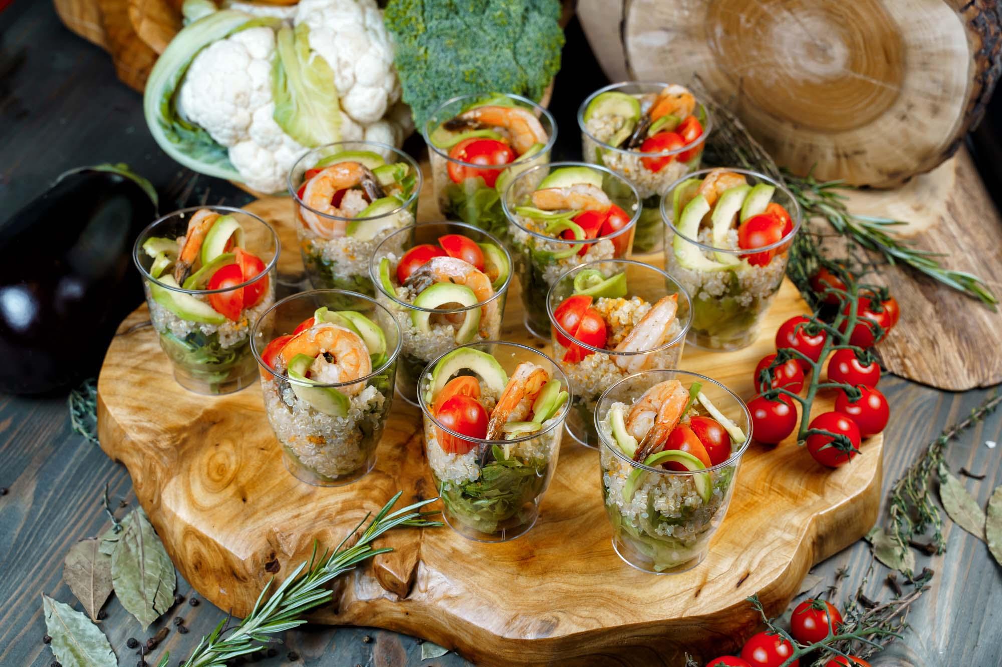 СЕТ №52 Калифорнийский салат с креветками, киноа и авокадо 12 шт по 60 гр