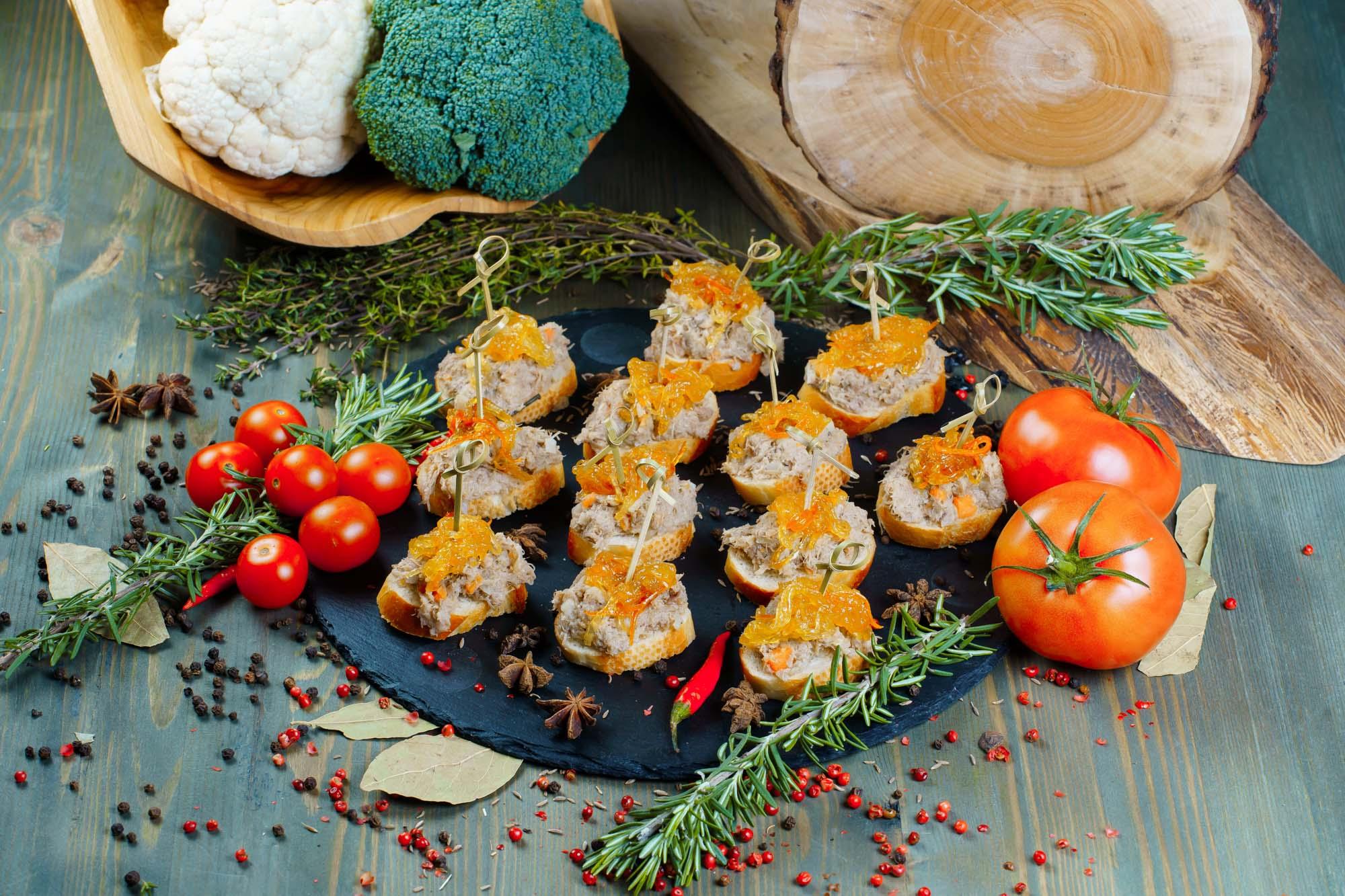 СЕТ №13 Рийет из утки с яблоком на кальвадосе, с мандариновым луком, на французском багете 12 шт по 35 гр