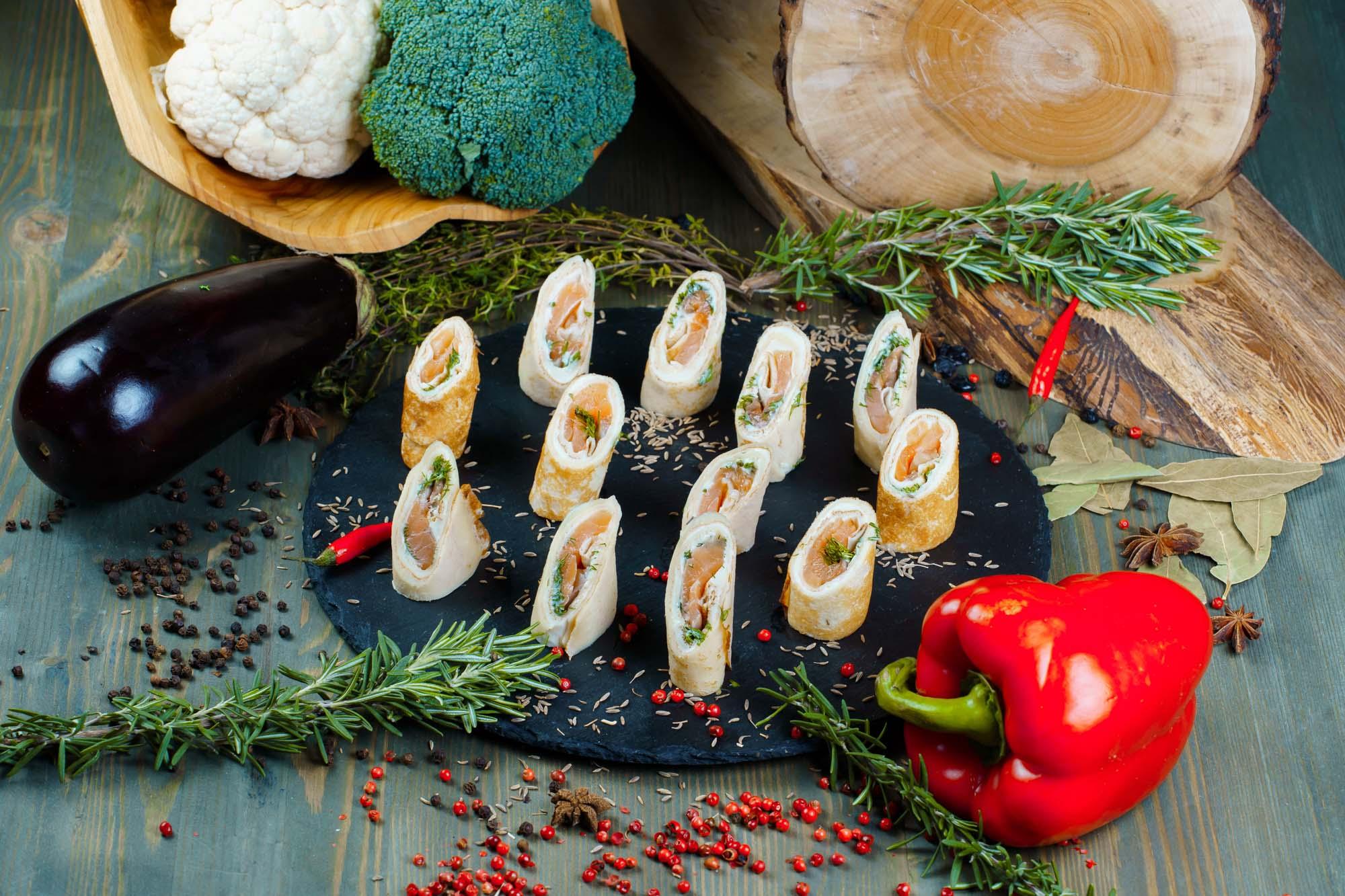 СЕТ №19 Блинные ролы с лососем и мягким сыром 24 шт по 30 гр