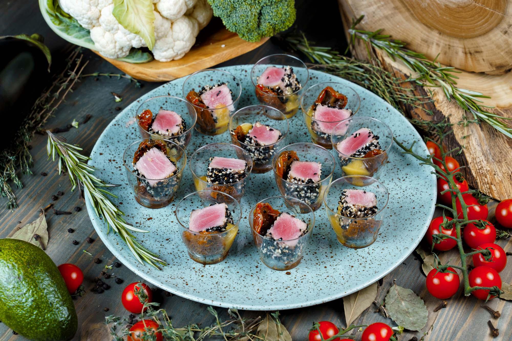СЕТ №22 Тунец с цитрусовой эмульсией и вялеными томатами 12 шт по 35 гр