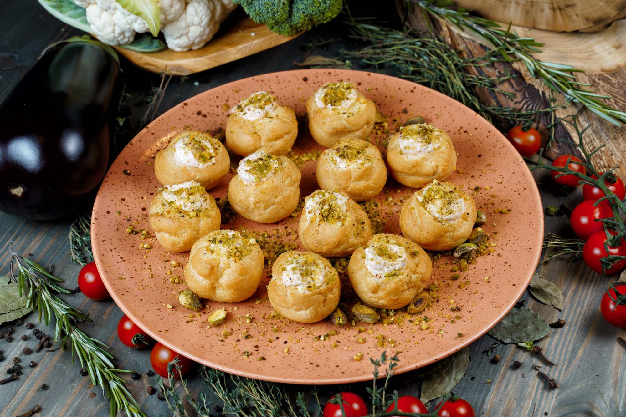 СЕТ №23 Мини профитроли закусочные с лососем холодного копчения и сыром 18 шт по 30 гр
