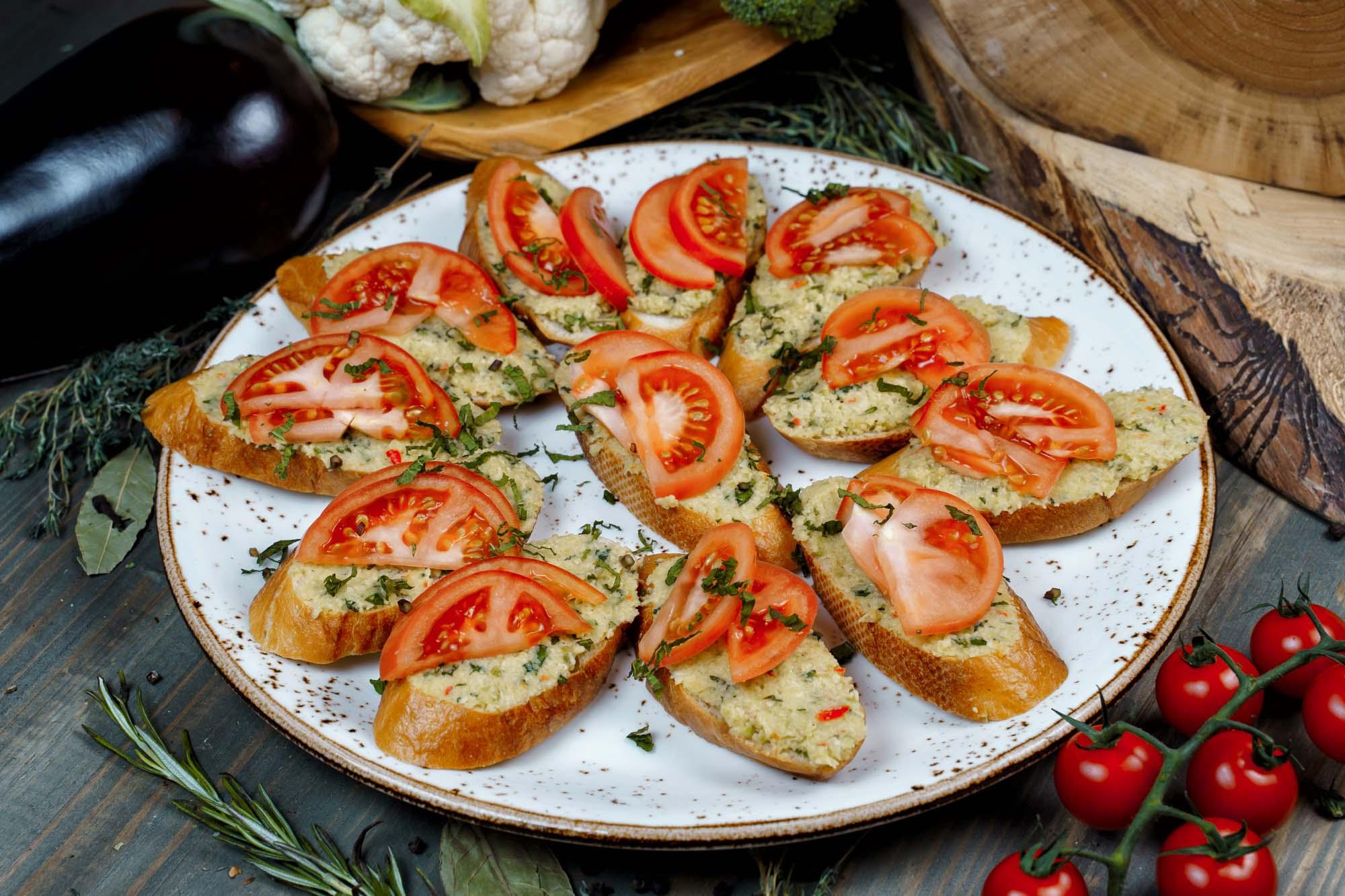 СЕТ №39 Брускетта томатами и гуакамоле 12 шт по 40 гр