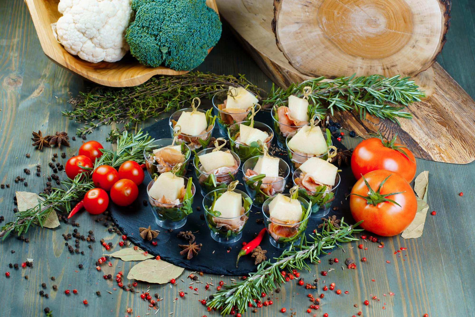 СЕТ №5 Прошутто с дыней (сыровяленый окорок) 12 шт по 30 гр