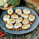 СЕТ №54 Голубой крем-сыр с фламбированной грушей и жареным фундуком, на ржаной брускетте 12 шт по 35 гр