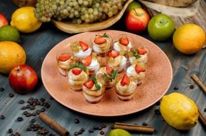 СЕТ №58 Крем-чиз с ягодами и карамельным соусом 12 шт 40 гр