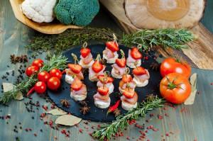 СЕТ №6 Канапе с сырокопченой корейкой и микс-салатом 18 шт по 25 гр