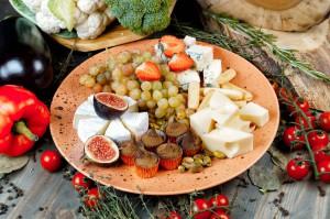 СЕТ №71 КАЗАНОВА (сыр, конфеты ручной работы, сезонные фрукты) 500 гр